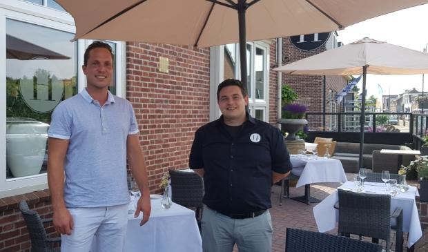 Nijkerker Rick van Breugel (r) heeft restaurant De Kleine Holevoet overgenomen van Bas Vermeulen.