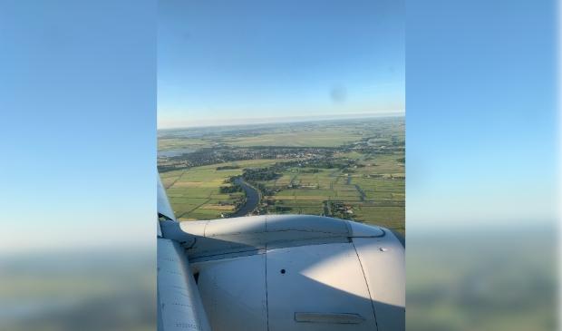 Ouderkerk vanuit KLM Cityhopper op vroege ochtend van de prachtige zomerdag 10 juni 2021