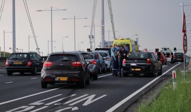 <p>Vier auto&#39;s kwamen met elkaar in aanraking op de Doctor Willem Dreeslaan.</p>