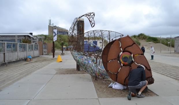 <p>De Catchfish werd tijdens de opening van het Art Pollution Festival ook geopend en gevuld met flessen (en hier ook weer gesloten).</p>