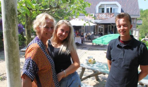 <p>Kaatje, samen met haar dochter en Mitchell, de man van de keuken.</p>
