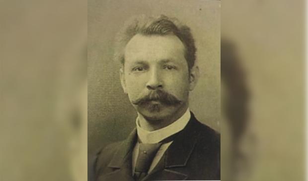 <p>Burgemeester Verhulst speelt in de reprise zijn evenknie uit 1905: burgemeester Op ten Noort</p>