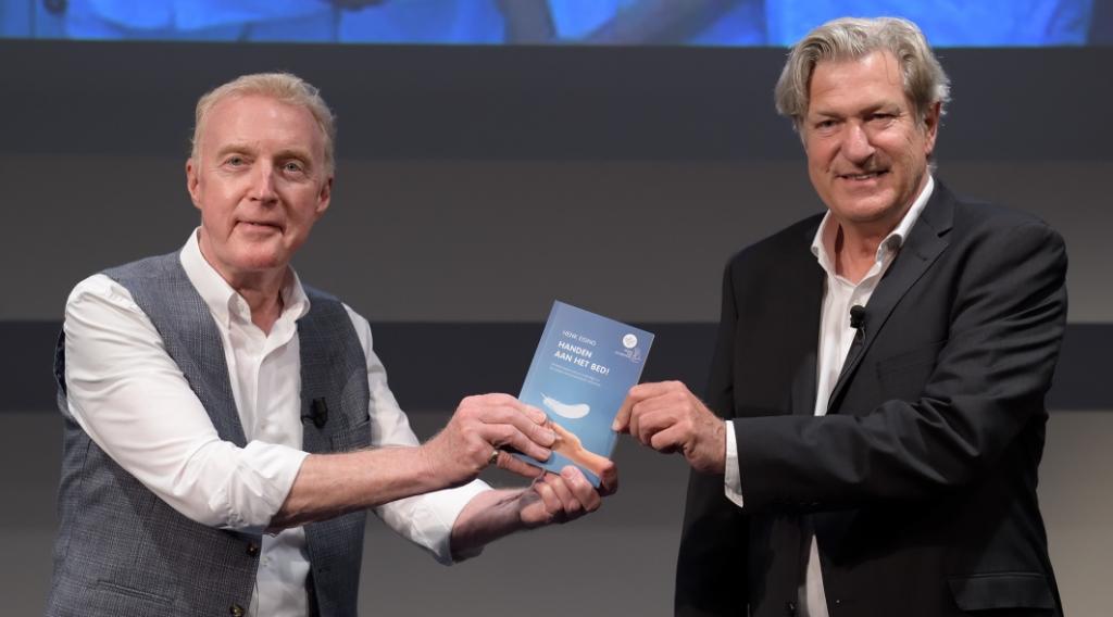 André van Duin nam het eerst exemplaar in ontvangst. Andre Jagt © BDU media