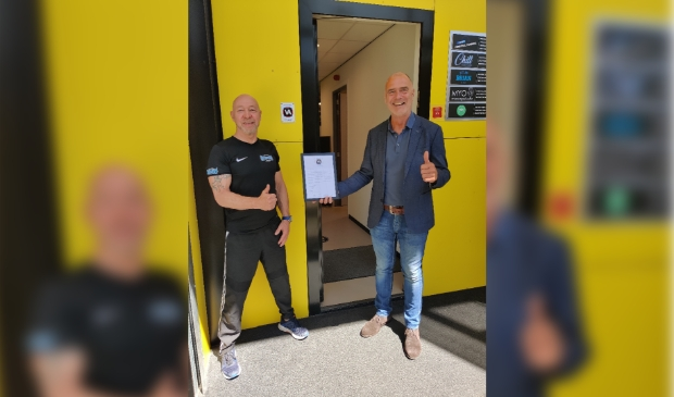 <p>Rob Stekelenburg van Kickboxing Houten en wethouder Kees van Dalen</p>