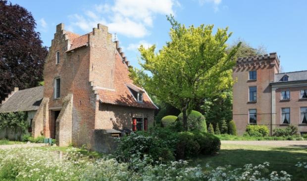 Rhijnestein met links poortgebouw Kees Volkers © BDU media
