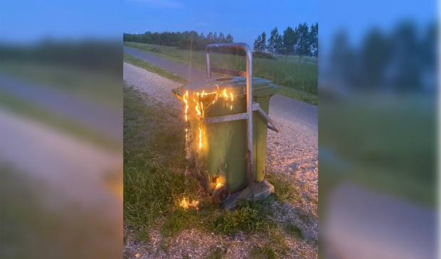 <p>Een van de vele afvalbakken die in het Haarlemmermeerse Bos in de brand is gestoken.&nbsp;</p>