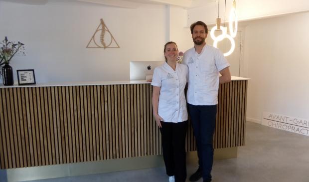 <p>Chiropractors Bethan Phipps en Guy Klooster zijn de eigenaars van Avant-Garde Chiropractie.&nbsp;</p>