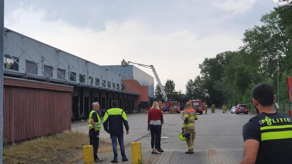 De brandweer rukte vrijdagmiddag groots uit voor een brand aan de Lumierestraat. Ted Walker © BDU Media
