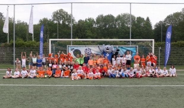 Groepsfoto van de deelneemsters van het BFF toernooi