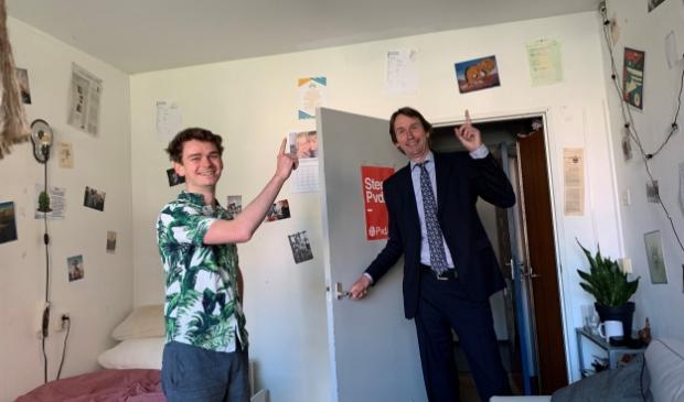 Bij Tim Wagelaar is deze week een rookmelder geïnstalleerd op zijn studentenkamer in de rode flat.