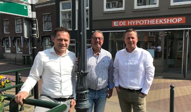 <p>Cees van Dis, &nbsp;Geertjan Evers en Gert de Boon</p><p>Hypotheekshop Gorinchem</p><p>www.hypotheekshop.nl/gorinchem&nbsp;</p><p>0183 &ndash; 89 30 10</p><p>gorinchem1295@hypotheekshop.nl</p>