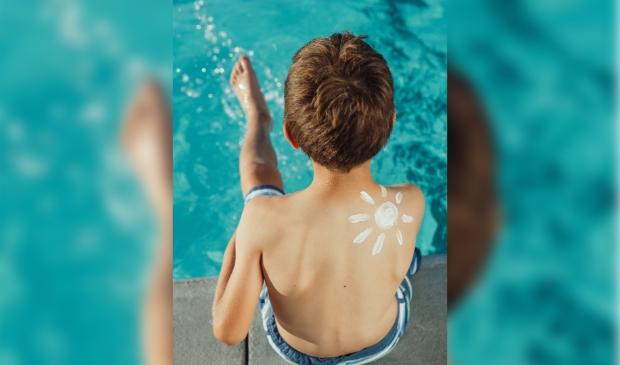 <p>Zoek regelmatig verkoeling op in de schaduw en smeer elke twee uur met een zonnebrandcr&egrave;me.</p>