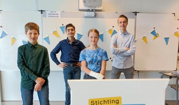 vlnr Dion Janssen, Sean Mahdavi, Willemijn van Dijk en Kian Versteeg