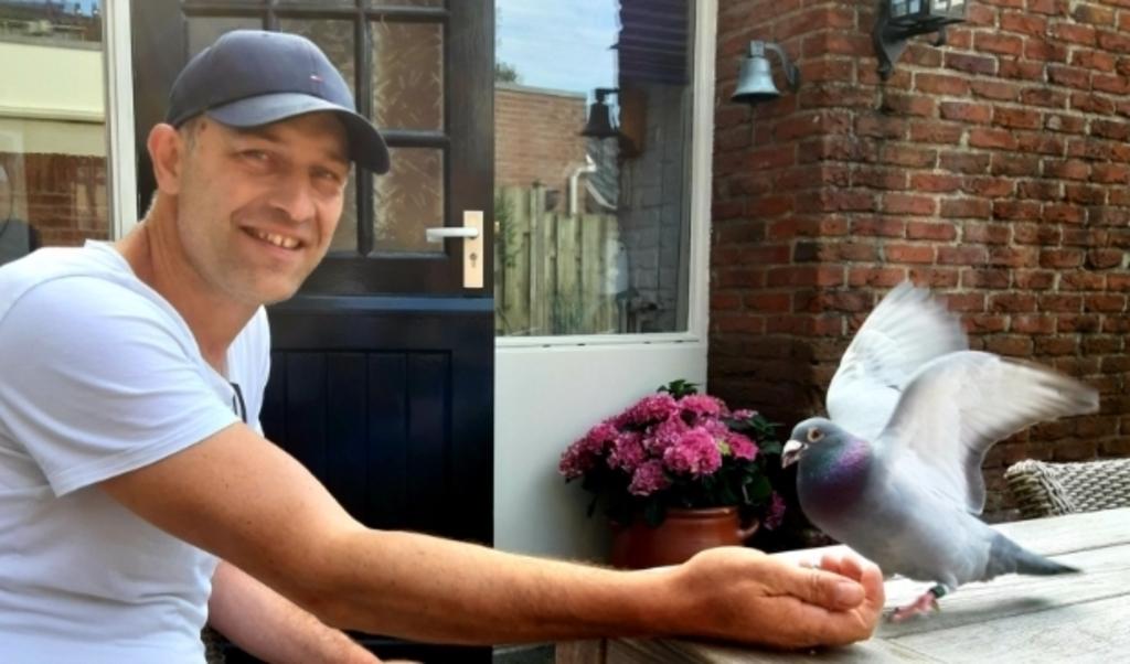 <p>Henry van den Brink met zijn winnaar</p>