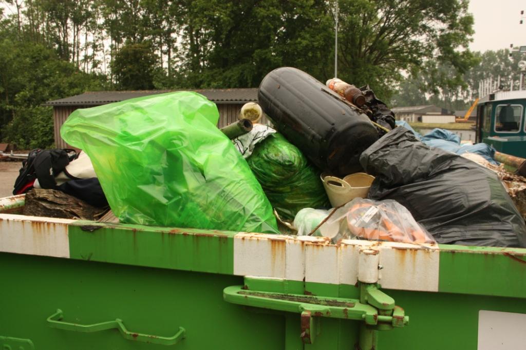 Aan het einde van de schoonmaakactie lag er bij benadering vijf kuub afval in de container, dat achteraf wordt gescheiden. Eelco Nikkels © BDU media