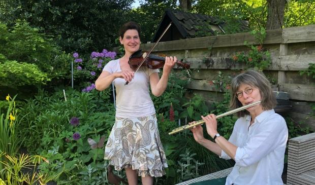 Annoesjka Cabo (l) en Marijke Wispelwey hopen op veel enthousiaste musici en gastvrouwen/heren van alle leeftijden.