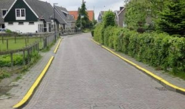 <p>Foto doorgetrokken gele streep voor stopverbod ter illustratie.</p>