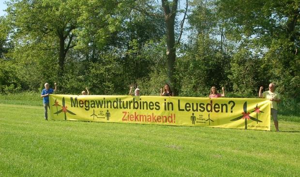 Nieuwenhuijse,  Swellengrebel en andere inwoners van de regio bundelen de krachten met een petitie tegen de komst van megawindturbines op land.