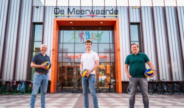 <p>Ralph Ratterman (links), Jacco Schaap (midden) en Matthijs Hazeleger vormen het nieuwe stichtingsbestuur van SSS.</p>