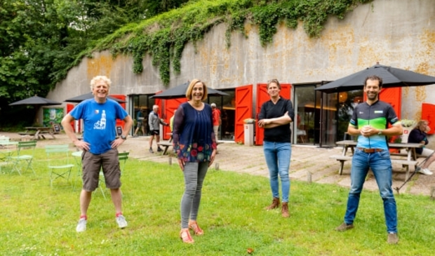 Cor Jansen van Utrecht Marketing, Ellie Eggengoor, wethouder Nieuwegein, Martijn Geerdes, ondernemer van Fort Batterijen en gedeputeerde Arne Schaddelee, provincie Utrecht.