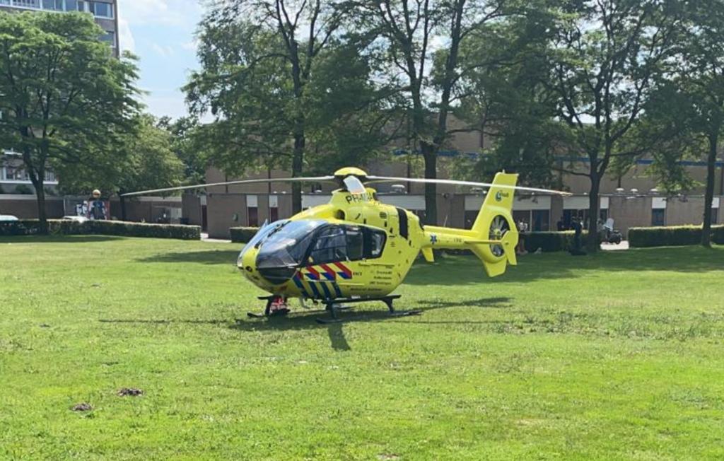 De traumahelikopter zetten voet aan grond bij de Zangvogelweg.