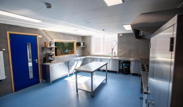 <p>De keuken is vergroot en biedt nu meer mogelijkheden.</p>