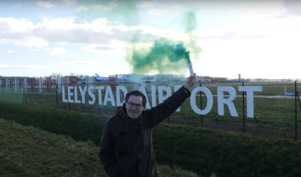 <p>Red de Veluwe-voorzitter Robert Tieskens ontsteekt een noodsignaal voor de Veluwe en tegen de opening van Lelystad Airport.</p>