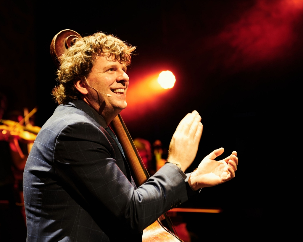 Dominic Seldis and his orchestra brengen op 11 februari 'Music, Maestro! -' An evening with Dominic'. Pr © BDU media