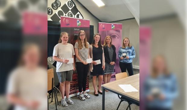 <p>Van l.n.r: Fleur Kruysmulder, Lisa Scholtens, Melanie Voskuil, winnares Olga Kamaleeysa en Nicole de Vries.</p>