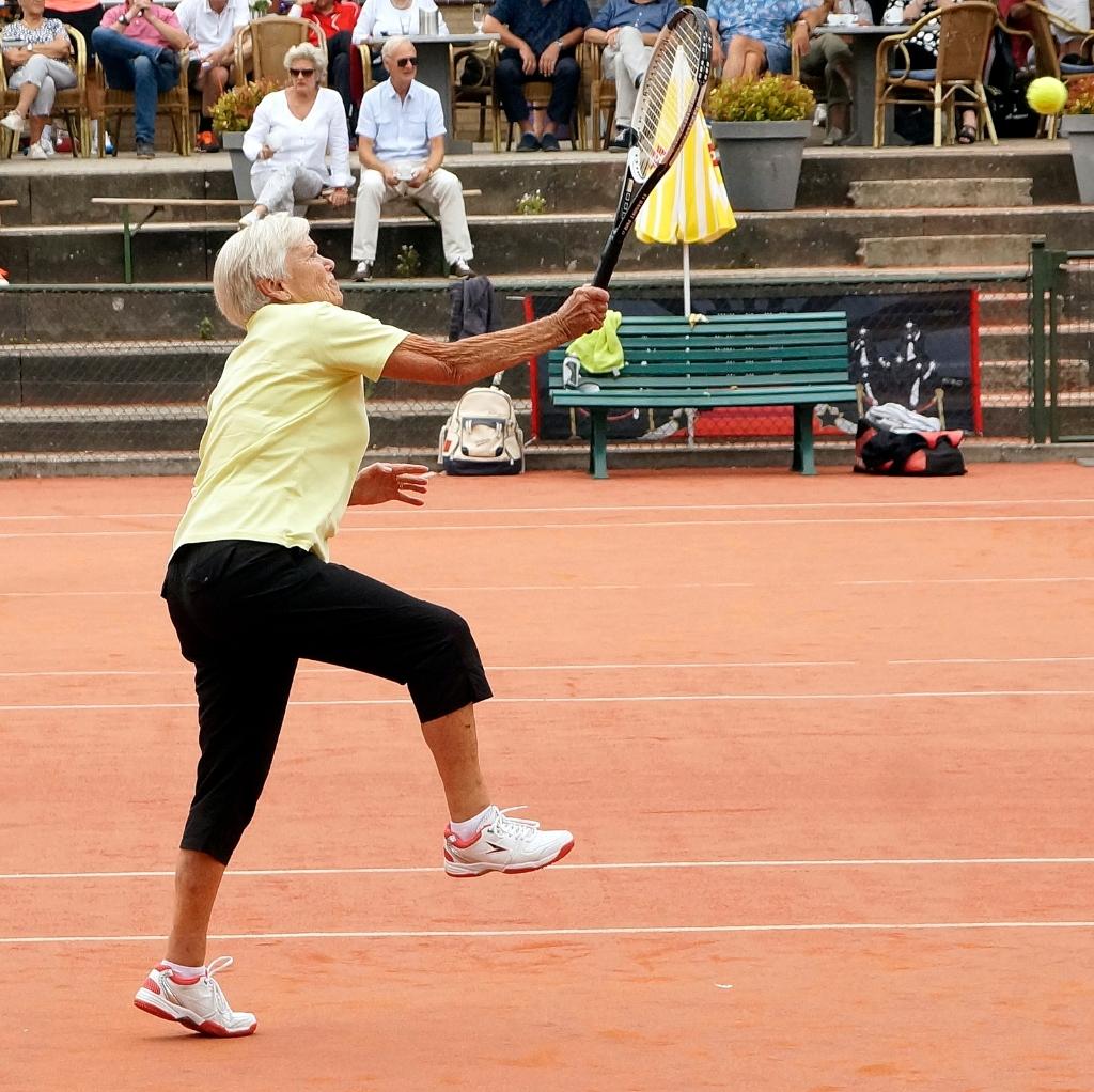 Bep Out is 78 jaar en doet vanaf het eerste Keimeppers 50+ toernooi mee. Dorine Turpijn © BDU media