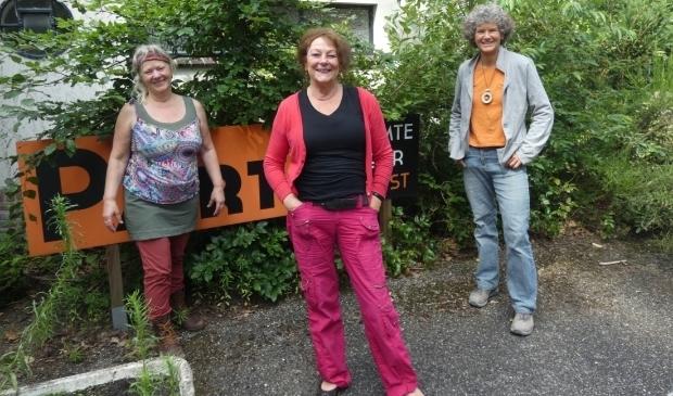 <p>V.l.n.r.: Marga Damman, Elzelien Jansen en Joke L.C. van Beetem.</p>