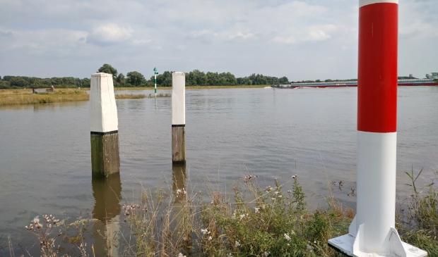 Een nog hoge waterstanden op de Lek met vrachtschip stroomopwaarts (21 juli 2021) Kuun Jenniskens © BDU media