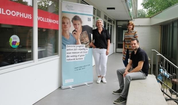 <p>Rianne Verduin (midden) werkt samen met vrijwilligers Petra de Korte en Rik van der Noord.&nbsp;</p>