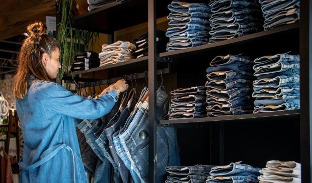 <p>De hele jeanscollectie op de mannenafdeling bij Roots is gemaakt van duurzame kwaliteit.</p>
