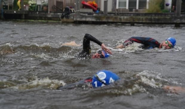 Symbolische Swim to Fight Cancer Amstel (2020).