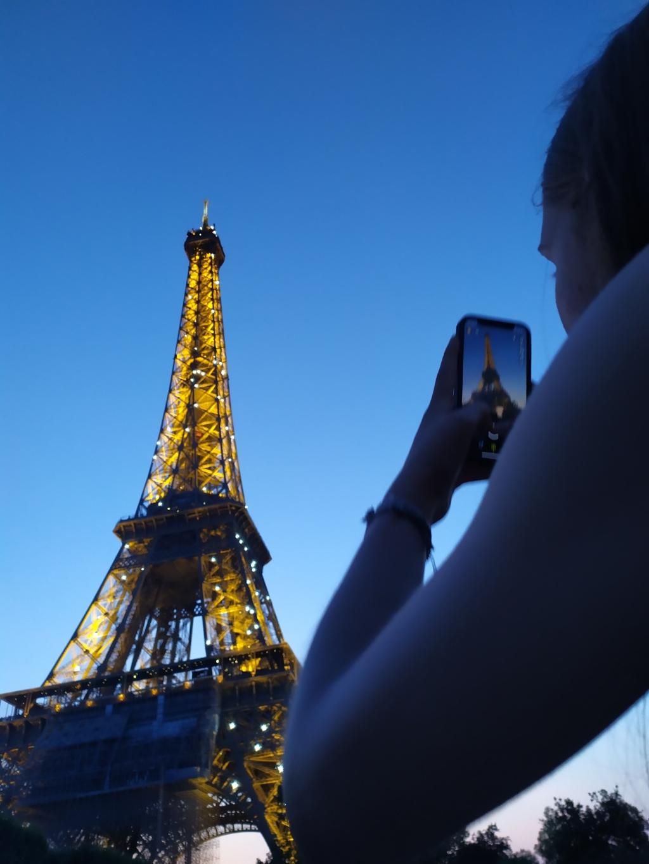 """,,Woensdag 21 juli 2021 in Parijs: de Eiffeltoren bij zonsondergang."""" Greetje Groenwold © BDU Media"""