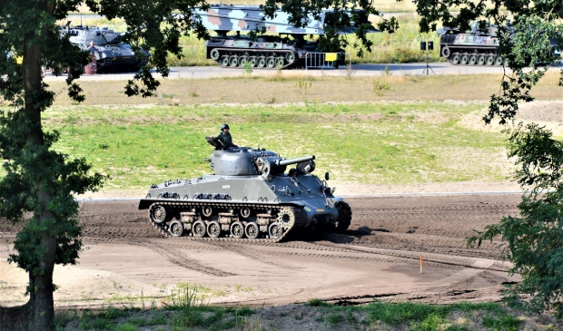 De arena van het Nationaal Militair Museum is het middelpunt van demonstraties, zoals met tanks.