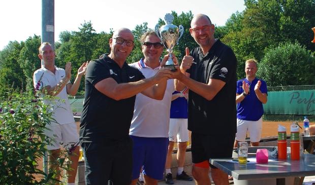 De winnaars van het bedrijventenniskampioenschap van Leusden team maakpret.nl LTV Leusden © BDU media
