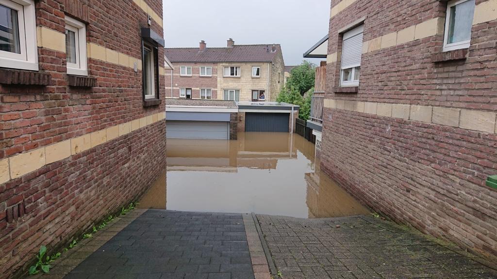 Ondergelopen garageboxen in Valkenburg RB Hardinxveld © BDU media