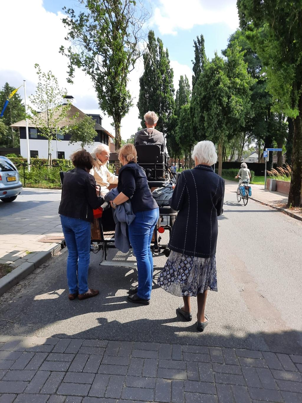Ouderen rijden mee op de menwagen Menvereniging de Paardengroep © BDU Media