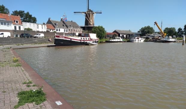 Zaterdagochtend 17 juli 2021, het water in Wijk bij Duurstede staat net tot aan de kade Ali van Vemde © BDU media