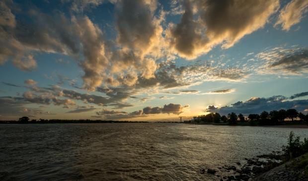 <p>Fraaie wolkenluchten aan de Brabantse overkant</p>