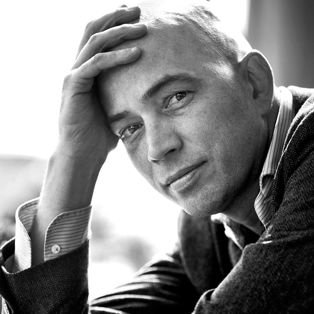De Nacht van de Literatuur verwelkomt op 18 september drie schrijvers waaronder Tommy Wieringa.  Stephan Vanfleteren © BDU media