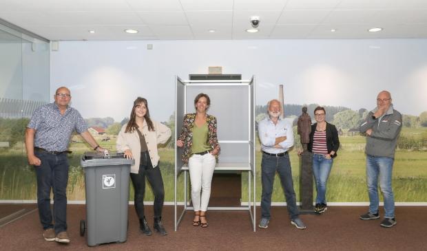 <p>Van links naar rechts: Adriaan Buitink, Sanne Koudijs, Sandra Timmer, Peter Langbroek, Maaike van Dijk en Ely Hackmann.</p>