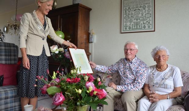 Felicitaties voor het 65-jarige bruidspaar Piet en Truus Klaasse-Vos