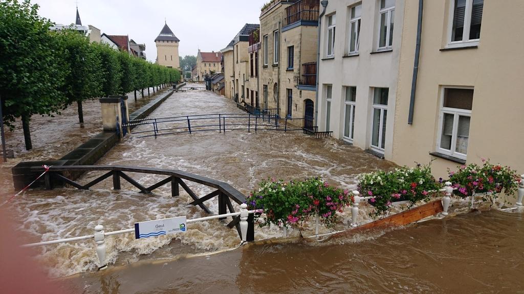 Riviertje De Geul is een woeste rivier geworden RB Hardinxveld © BDU media