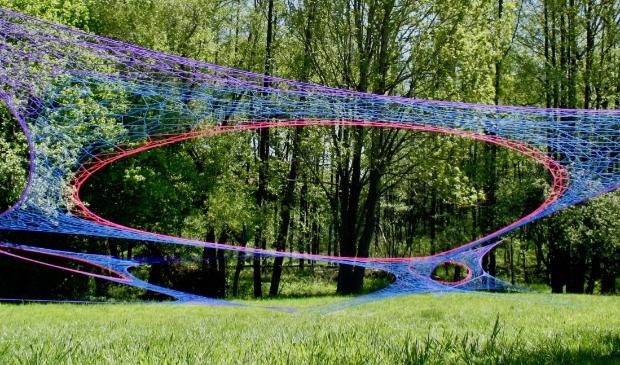 <p>&lsquo;Hemelladder&rsquo;, een expo in de tuin van de Xaveriuskerk, is georganiseerd door landelijk kunstenaarsgenootschap (LKG) De Ploegh.</p>