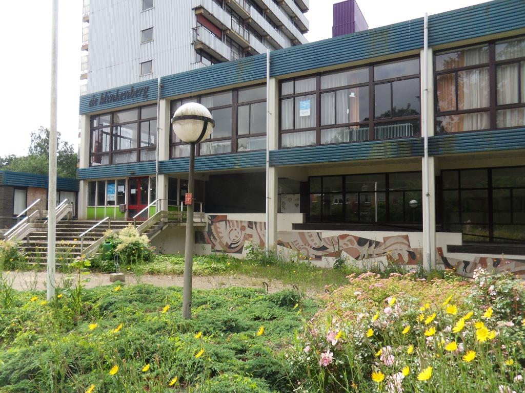 De betonnen kunstmuur goed zichtbaar bij de ingang van De Klinkenberg. Sjoerd Hekking © BDU Media