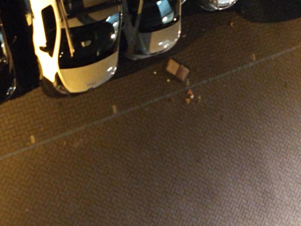 Opnieuw ligt er veel afval op de parkeerplaats. Eigen foto © BDU media