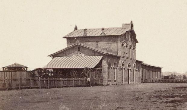 <p>Met de komst van de trein groeide Amersfoort sterk waarbij er nieuwe woonwijken kwamen.&nbsp;</p>